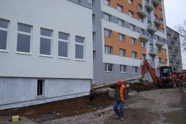 Prvých 48 nových bytov by mali v časti Povrazník skolaudovať do konca roka.