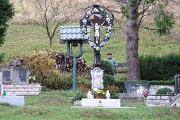 Majú ich tri. Jeden z cintorínov na Kopaniciach, kde žije zhruba 150 obyvateľov.