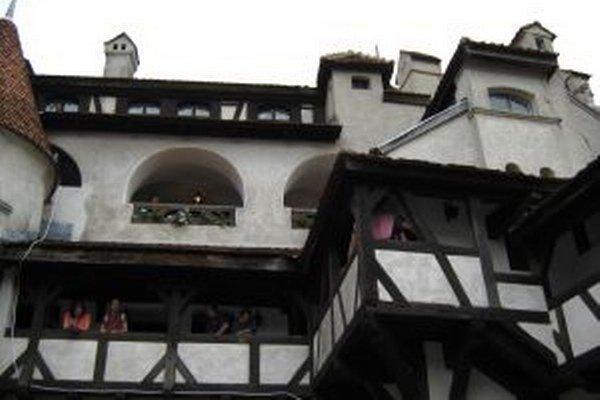 Hrad Bran láka turistov zo všetkých kútov sveta.