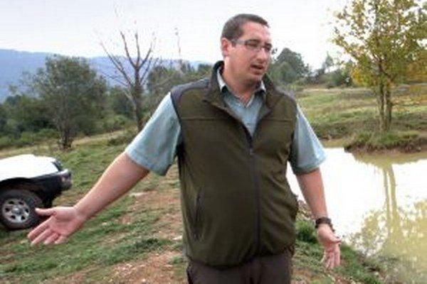 Kremnický poslanec za KDH, Jaroslav Slašťan, je dobrovoľným strážcom prírody a pre ťažiarov koordinuje monitoring výskytu fauny a flóry v dobývacom priestore. Pre konflikt záujmov prisľúbil v otázkach týkajúcich sa ťažby v mestskom zastupiteľstve nehlasov
