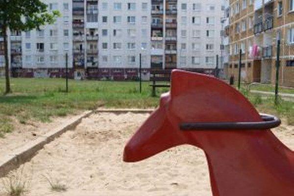 V mestských pieskoviskách vymieňajú piesok raz ročne. Dezinfikujú ich každý mesiac.