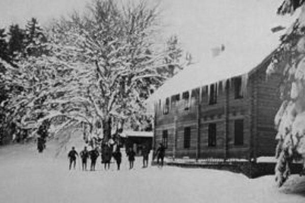 Archívna fotografia chaty z roku 1914.
