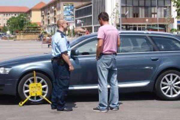 Viac ako dve tretiny zásahov mestskej polície sa vlani týkalo dopravných priestupkov, najmä zlého parkovania.