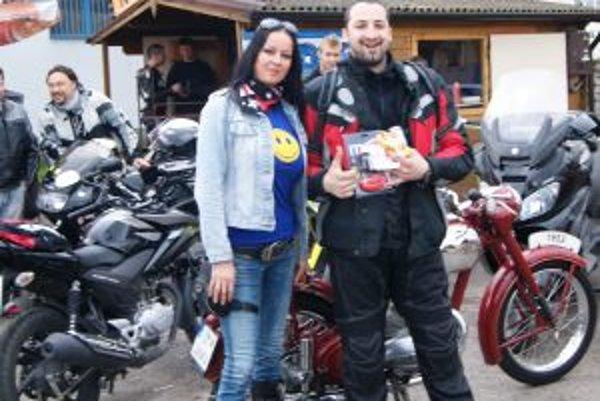 Beata Gáliková s víťazom kategórie najštýlovejšia motorka.