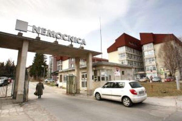 Mladú ženu s diagnózou chrípky typu A(H1N1) previezli do Banskej Bystrice zo žiarskej nemocnice.
