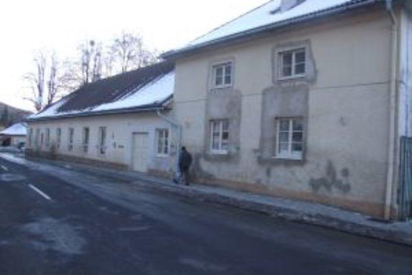 Budova bývalej mýtnice. Slúži ako kultúrny dom, sídli v nej aj pohostinstvo.
