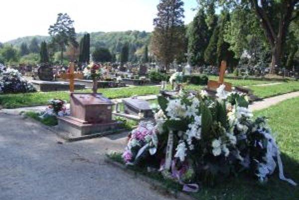 Novobanský cintorín. Po stavebných úpravách by tam mali pribudnúť nové hrobové miesta.