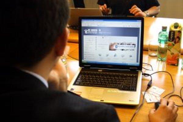 Každý poslanec dostal vlastný netbook.