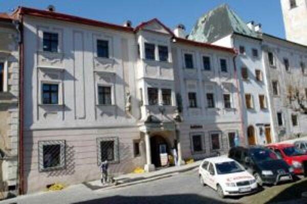 Kremnická knižnica sídli v mestských priestoroch.