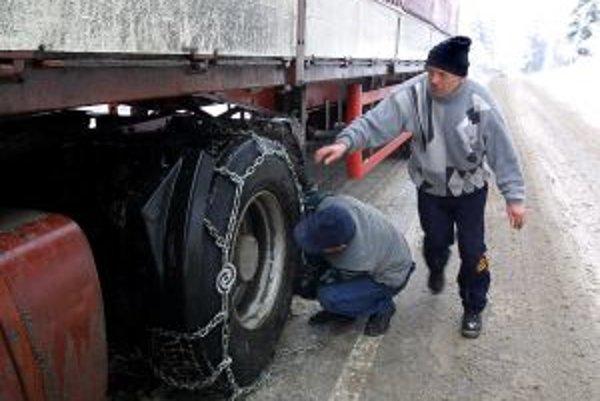 Horské priechody sú pre kamióny uzavreté.