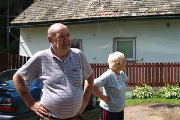 Manželia Šturzovci sa boja o seba a svoju rodinu. Ich sused sa cíti ako odsúdenec na smrť.
