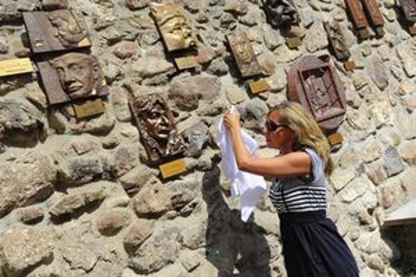 Druhým, ktorý tento rok pribudol medzi reliéfmi, je nos Mariána Zednikoviča.