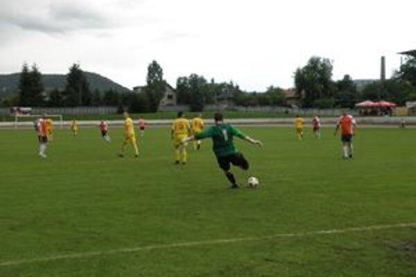 Žarnovica bojovala o zotrvanie v V. lige s Radvaňou. Víťazstvo 2:0 ich v súťaži udržalo.