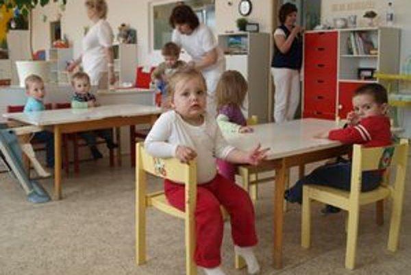 Deti sa vrátili do priestorov, z ktorých kvôli hadom museli pred niekoľkými týždňami odísť.