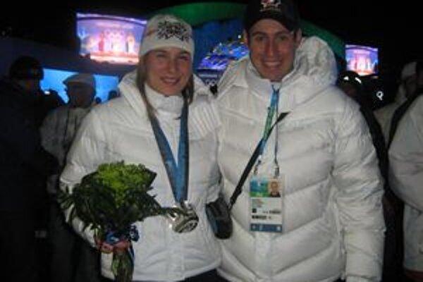 Jakub Benč s Anastasiou Kuzminovou po zisku jej striebornej medaily.