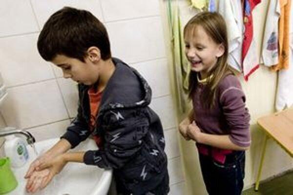 Počet chorých na chrípku stúpa. Prevenciou je dôsledná hygiena.