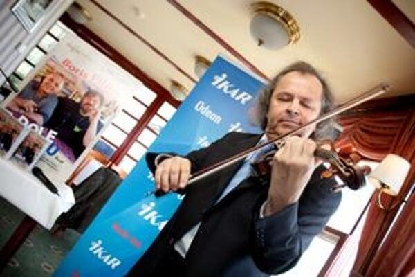 Najočakávanejším hosťom jubilejného ročníka Festivalu peknej hudby v Banskej Štiavnici je český husľový virtuóz Václav Hudeček.