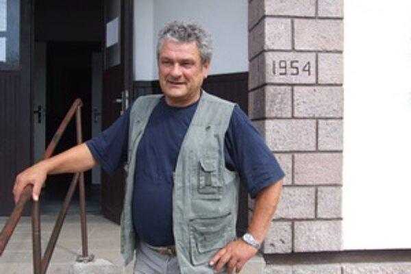 Podľa starostu Dušana Rajčana kríza ohrozuje chod úradu.