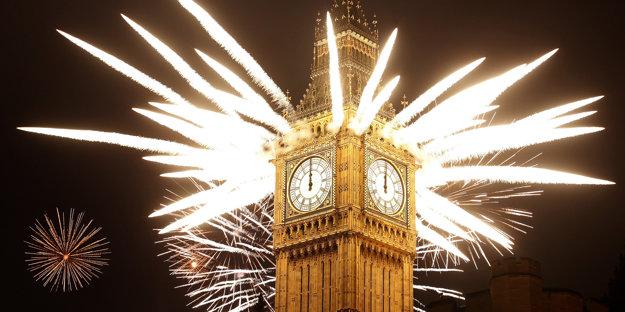 Silvestrovské odbíjanie Big Benu je súčasťou novoročných osláv, ktoré do Londýna lákajú  státisíce ľudí.