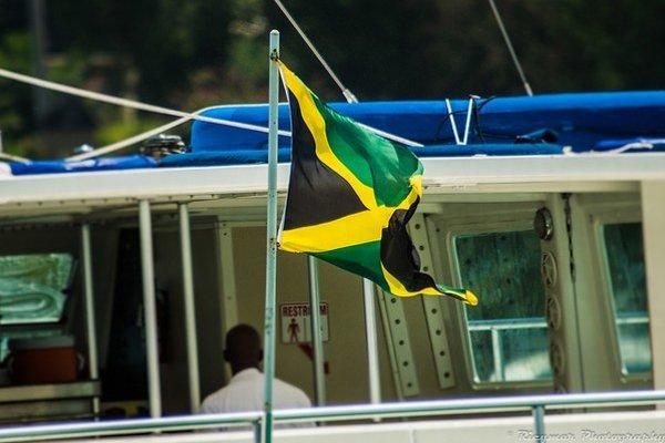 Jamajka je tretí najväčší ostrov v Karibiku a najväčší, kde sa hovorí po anglicky.