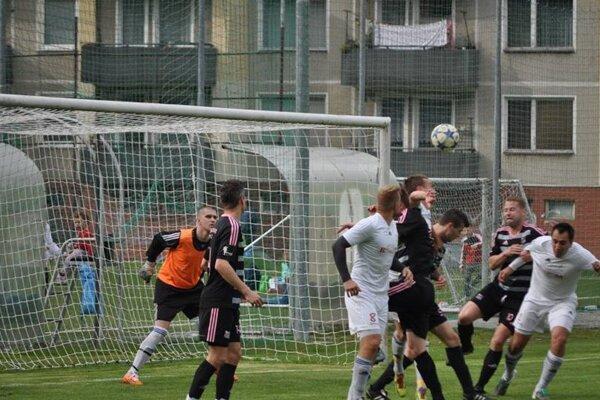 Tr. Teplice (v tmavom) strelili Častkoviam štyri góly.