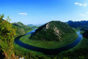 Rieka Crnojeviča sa vlieva do Skadarského jazera.