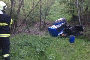 Šťastie v nešťastí. Vodič traktora prežil.