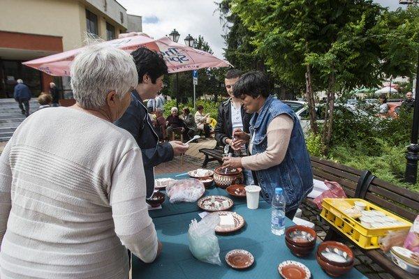 Na festivale v meste Tran ponúkali jogurty aj syry.