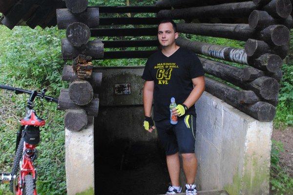 Marek Chovanec. Stretli sme ho pri Grófskej studni, vodu si však nosieva radšej z domu vo fľaši.