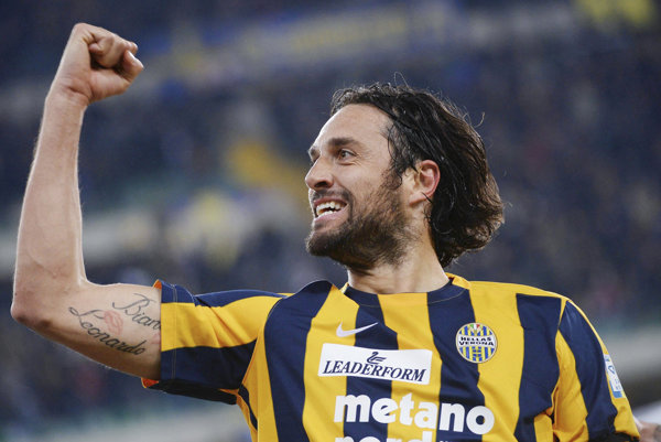 Luca Toni si naposledy obliekal dres Hellasu Verona.