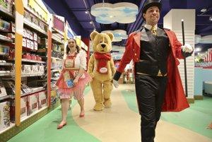 Hračkárstvo Hamleys v Prahe otvorilo brány v máji 2016