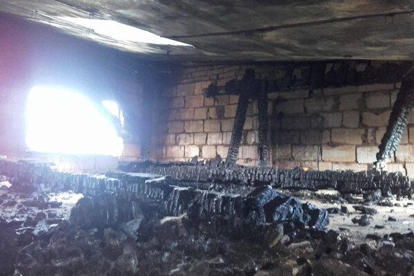 Požiar vznikol v podkroví.
