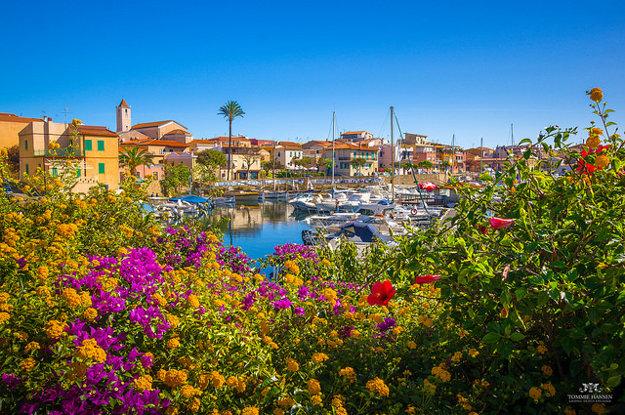 Mesto Stintino na severe Sardínie