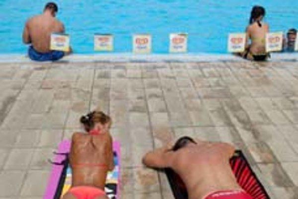 Domáci turisti navštevujú termálne kúpaliská.