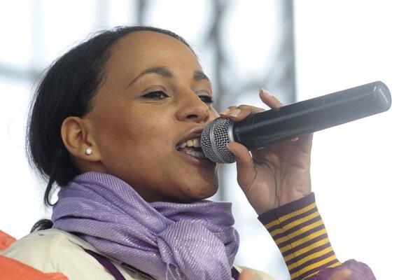 Speváčka Tina.