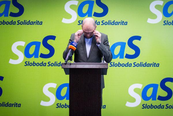 Predseda SaS Richard Sulík tvrdí, že protikandidáta na post lídra strana Jozefa Mihála skoršou voľbou časovo neznevýhodnil.