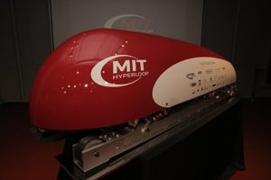 Prototyp Hyperloop kapsule od študentov z MIT.