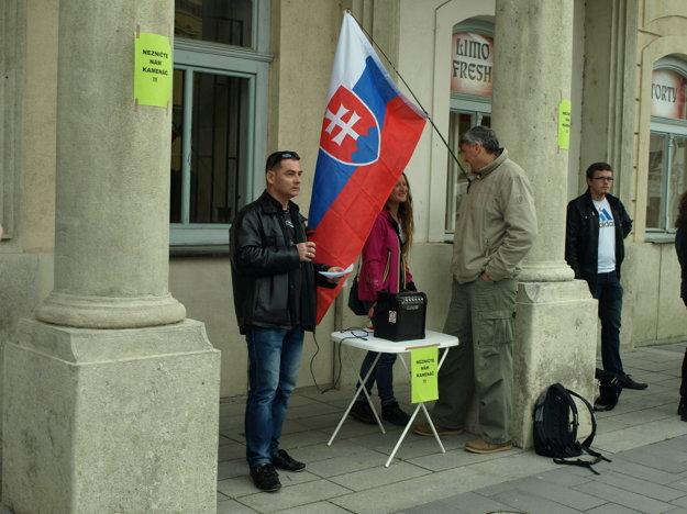 Protest organizoval Radovan Hynek (vľavo)