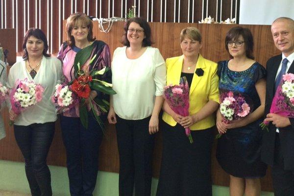 Ocenené sestry (zľava) Oľga Gibalová, Mariana Kalná, Marta Kováčová, Jarmila Olšiaková, Alena Ďuricová amanažér Stanislav Lendvay.