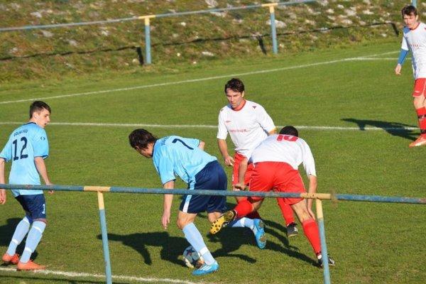 V. Bierovce/Op. (v bielom) strelili Dolnej Súči šesť gólov.