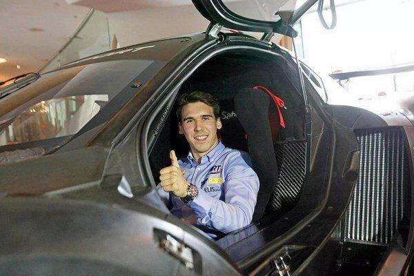 Richard Gonda vo svojom Renaulte.