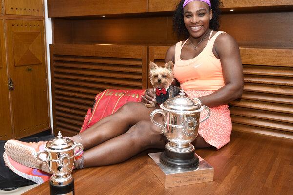 Vlani nenašla Serena Williamsová na parížskej antuke premožiteľku.