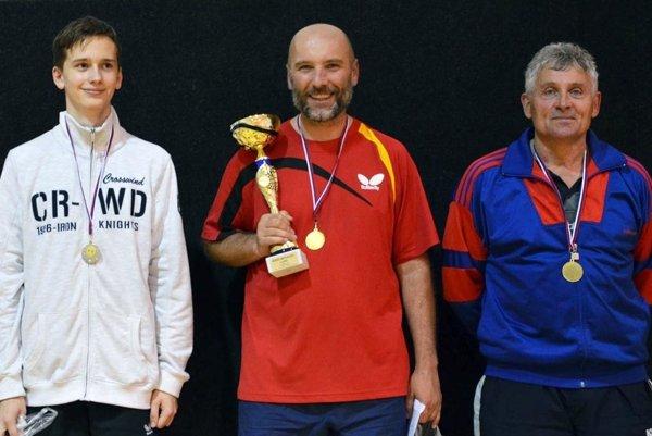 Medailisti v hlavnej súťaži - zľava strieborný Denis Bošanský (Vráble), víťazný Milan Babic (STK Nitra 08) a bronzová Gabriel Mikle (Malá n/Hr.)