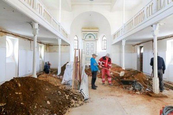 Oprava synagógy sa začala.