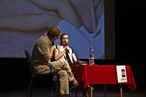 Adela Banášová diskutovala v Prievidzi so študentmi obchodnej akadémie.