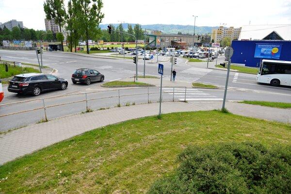 Nie všetky cesty v  meste mestu aj patria. Táto križovatka jje napríklad v správe Slovenskej správy ciest.