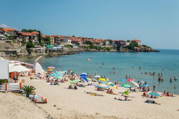 V Bulharsku možno nájsť skvelé pláže a celkom príjemne teplé more.