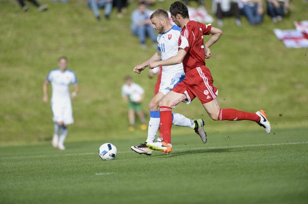 Adam Nemec (s číslom 11) strelil otvárací gól Slovenska v zápase.