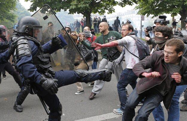 V krajine naďalej prebiehajú protesty.