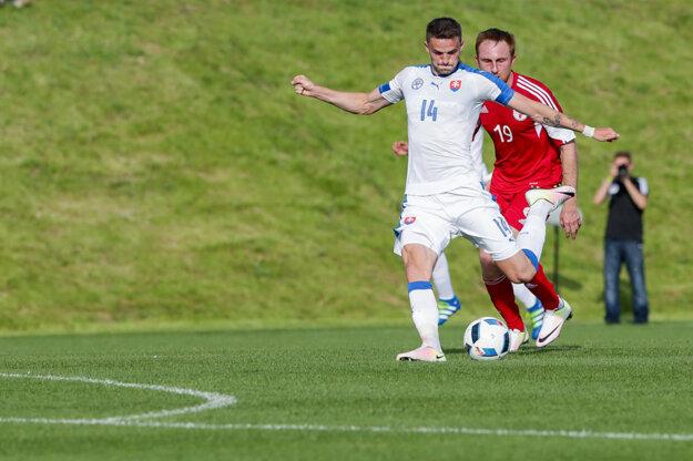 Erik Sabo (s číslom 14) je členom širšej nominácie slovenskej futbalovej reprezentácie.
